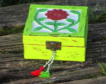 Jewelbox Flowerbomb, handpainted