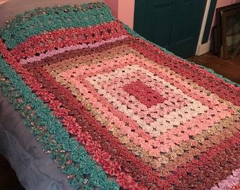 Yoyo twin bed coverlet
