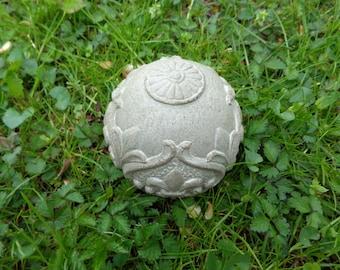 Garden ball - Concrete ball - Concrete sphere - Concrete paperweight - Concrete garden - Concrete art - Garden art - Fleur de lis ball