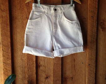 Vintage 80's/90's HIgh waisted white denim Lee Shorts Small