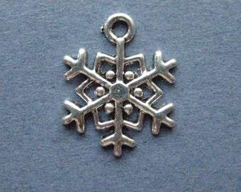 10 Snowflake Charms - Snowflake Pendants - Snowflake - Antique Silver - 15mm x 18mm -- (No.119-12112)