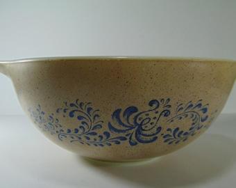 Vintage Pyrex Homestead Bowl - 443, 2.5 litres
