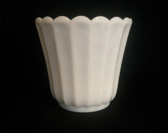 Vintage Milk Glass Planter      VG2111