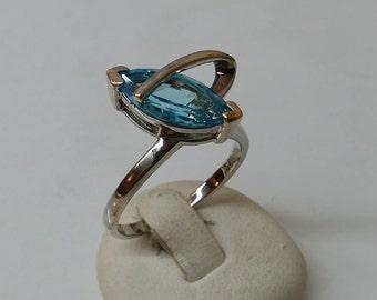 925 Silver ring with Blue Crystal 17.8 mm size 7.5 SR442
