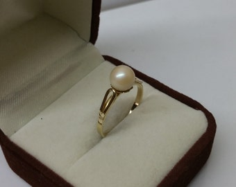 Ring gold 333 with freshwater pearl elegant size 18 mm, size 7.9 GR146