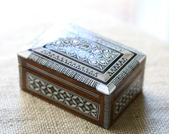 vintage jewelry trinket box
