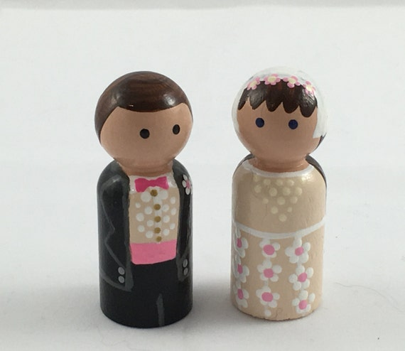 Bride and Groom Peg People (Set of 2 Pegs)/Peg Dolls/Cupcake Topper/Dollhouse Toy/Hand Painted/Imagination Play/Quiet Toy/Party Favor
