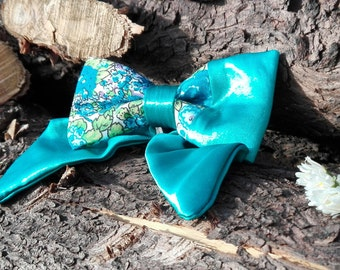 Flower turquoise silk bow tie with side detail.