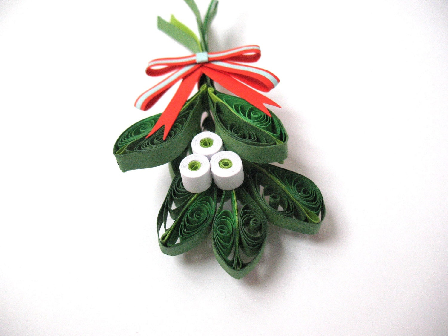 Quilling christmas mistletoe decoration winter paper for Decoration quilling