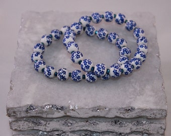 White and blue floral beaded stretch bracelet,  gift for her, floral bracelet, stretch bracelet, beaded bracelet,mother's day gift