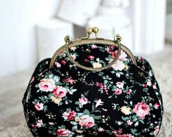 Victorian floral purse clutch/Elegant vintage purce with bronze frame/Formal purse/Kisslock