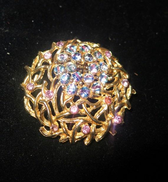 Lovely vintage 1950s goldtone rainbow rhinestones brooch