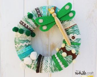 Green wool wreath with dragon-fly. / Crown of wool in shades of green with Dragonfly. Door Decor. Modern Home Decor. Kidsroom. Baby shower.