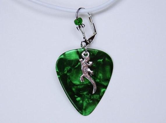 Earrings Gecko pick in green with silver gecko lizard pendant and small Miniperle pendant earrings Green