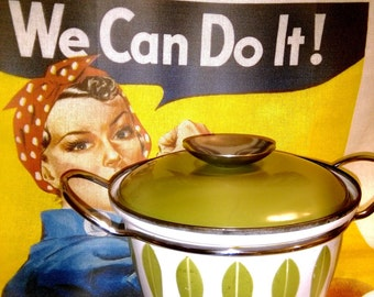 Cathrineholm Enamelware Saucepan, Cathrineholm Lotus Dutch Oven, 1 Quart Cathrine Holm Lotus Enamelware, Mid Century Avocado Green Lotus Pan