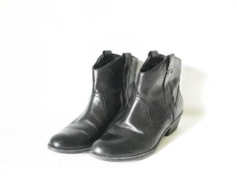 Leather boots -  Black leather boots 6.5M - Hipster boots - Boho booties - Black leather booties - Ankle boots - Pull on boots