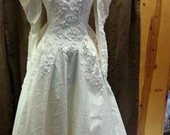 Vintage Long Sleeve Bridal Gown