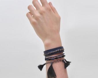 Blue Leather Bracelet for women / delicate feminine design with feather / Hippie, folk, bohemian, boho chic.FEUILLE.