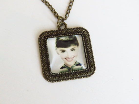 Audrey hepburn pendant vintage camafeo bronze necklace best for Audry rose jewelry reviews