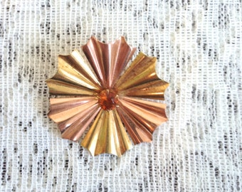 CLEARANCE! Vintage brooch - metallic flower brooch - gold and copper tones