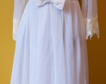 Vintage White Night Gown Robe with Lace Detail