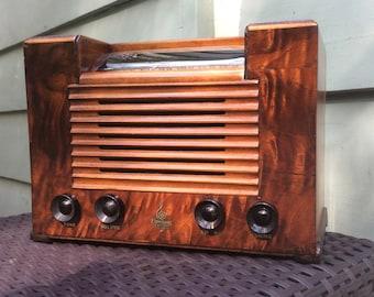 Beautiful fully restored 1942 Emerson model 464 AM SW tube radio