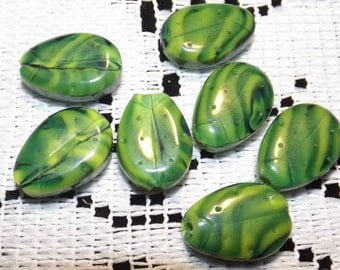 15 ball of glass, 2 shades of green, 15x10mm