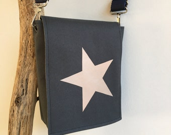 Messenger bag with star