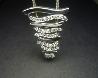 18 ct white gold necklace with diamonds