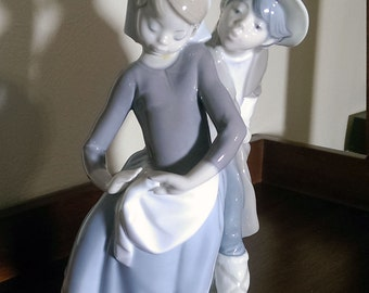"""LLADRO FIGURINE #1188 - """"Boy Meets Girl""""  with rare double stamp 1972"""