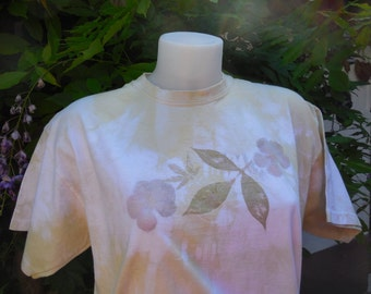 """T-shirt """"lime zest"""" and balcony-handmade by vegetable dye flowers and SAP of plants."""