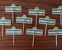 10 Sesame Street cup cake toppers
