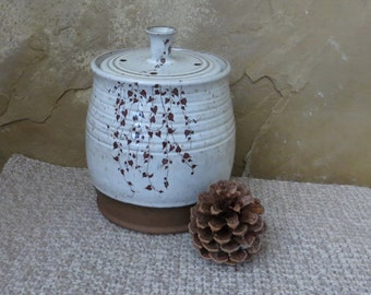 Compost Crock - Handmade Stoneware Pottery Ceramic - White and Frosted Caramel Brown - Vines - 1-1/4 quart