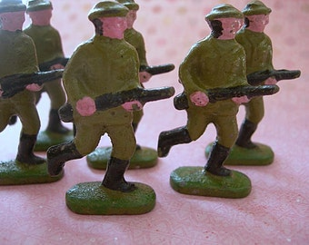 "Vintage to Antique WWI Toy Soldier with Rifle 2"" tall lot of 1 Cast Metal"