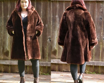 stroller coat, mouton fur coat, 1950s vintage coat, sz large coat, brown fur coat,  USA MADE, real fur coat, long fur coat, fc35-01160916dc