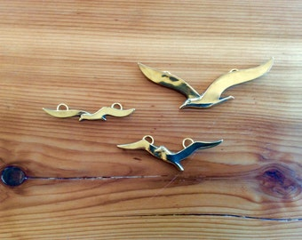Brass Birds Wall Hanging Set of 3, Vintage Little Flying Birds Wall Decor, Brass Animals, Gold Decor.