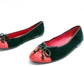 Size 9M // Vintage Velvet Flats// Emerald Green and Red Velvet Ballet Slippers//  Cap Toe Slip On // 109