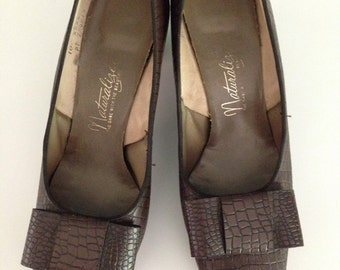 Vintage 60s Naturalizer Bowtie Brown HeelsPumps Sz 10 AA