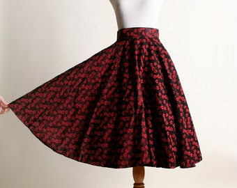 "Vintage 1950s Full Circle Skirt - Red Rose Flower Print - Small 26"" waist"