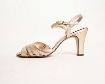 Vintage 1970s Gold Disco Heels - Glitter Metallic Holiday Heels - Size 7 B