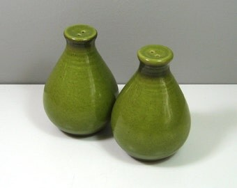 Olive Green Ceramic Salt and Pepper Shakers Cool Mid Century Style 1970's