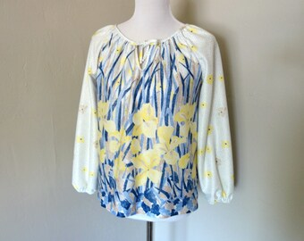 Vintage 1970s Blouse, White Long Sleeved Polyester Blouse with Tie at Neck, Yellow, Blue and Brown Daffodil Floral Print, Vintage Floral Top
