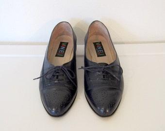 Women's Vintage 1980s Van Eli / Vaneli Oxfords Navy Blue Leather / Lace Up Shoes / Size 6