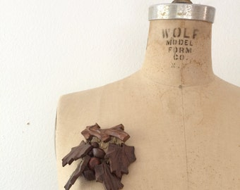 40s brooch / wooden brooch / carved Leaf brooch