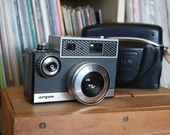 BEAUTIFUL 1960's Argus Autronic 35 Camera & Leather Field Case