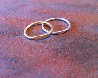 Couple of fine stack rings in silver and gold filled - partly with a hammered surface