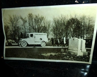 """Vintage Snapshot from the 1930s. Funeral Procession, Model T Hearse, Gatewood Cemetery St Louis, R Dostal. 6"""" x 3"""" Black & White photograph."""