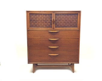 Vintage Lane Highboy In Wood