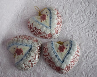 VICTORIAN HEART Christmas ORNAMENT Lace Rose Pink Wreath Vintage Blue Embossed Design Figural Shape Ceramic Gold String Hanger Valentine Nos