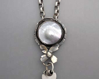 Blister Pearl and Flower Necklace